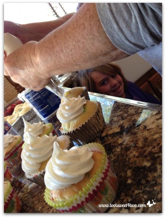 Patti piping frosting on cupcakes