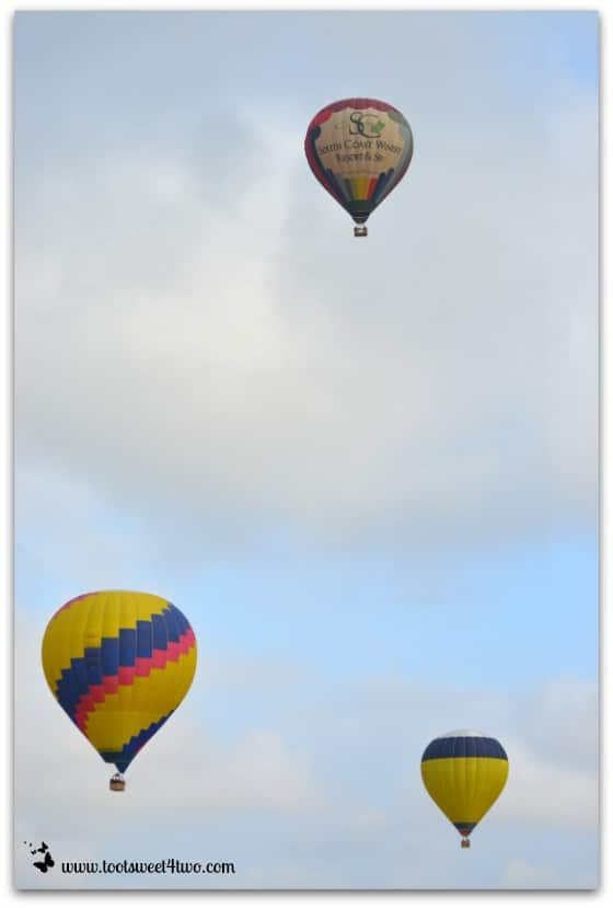 3 Hot Air Balloons like a picture postcard