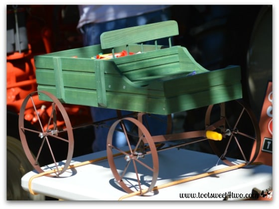 Green toy buckboard wagon - 42 Shades of Green