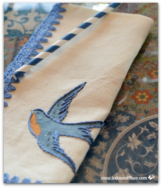 Pretty napkin with embroidered swallow