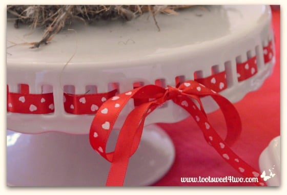 Cake plate with heart-shaped ribbon