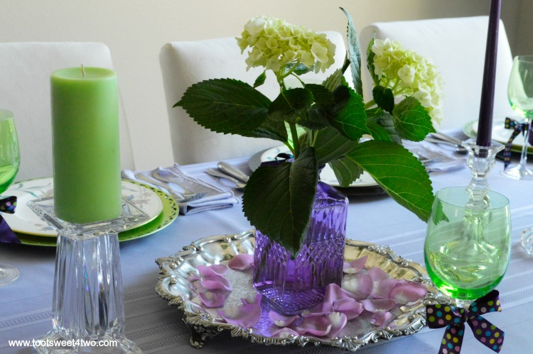 Take A Walk On The Unconventional Side And Decorate Your Dining Table In Unexpected Colors