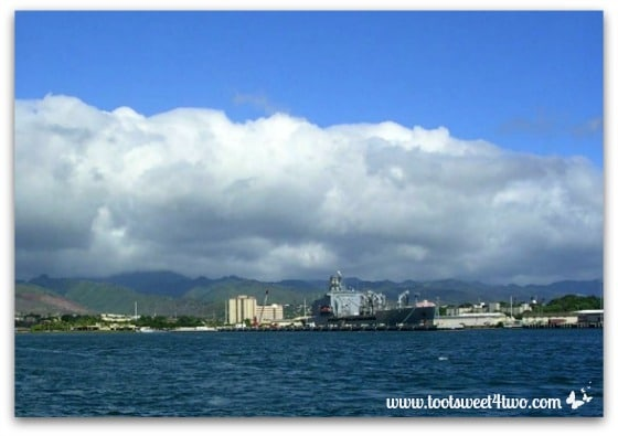 View from the boat on the way to the Pearl Harbor Memorial