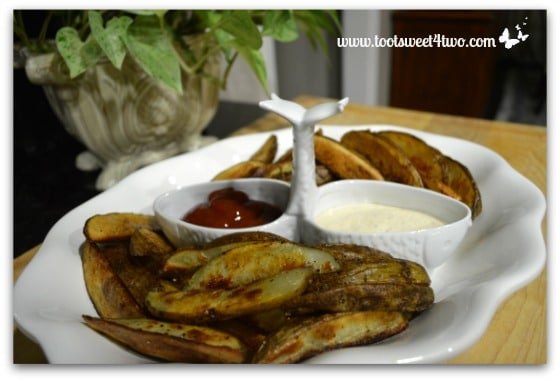 Roasted Potato Wedges with Ketchup and Ranch Dressing
