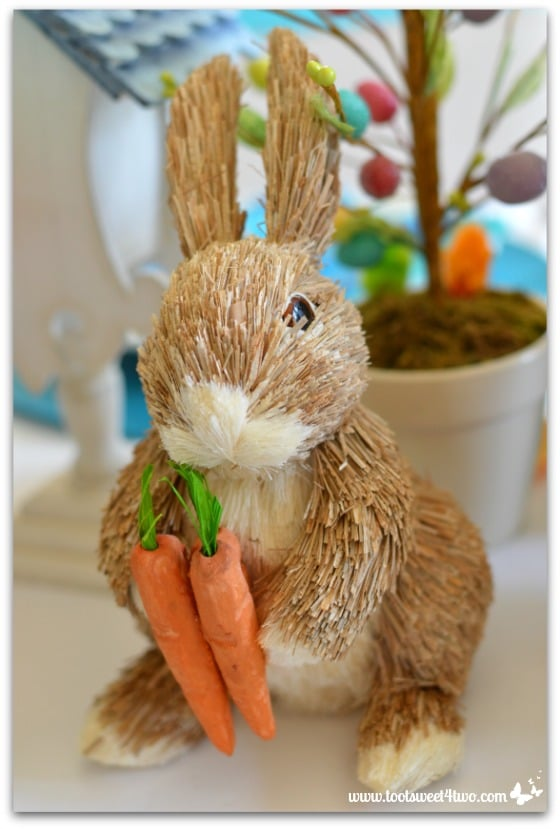 Little straw bunny holding carrots - 42 Easter Decorations for Your Home