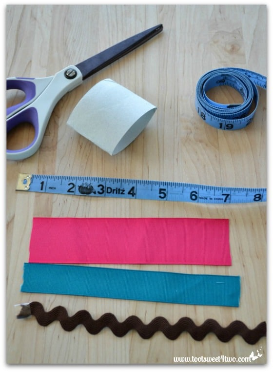 Cut the ribbon and rick-rack for the napkin rings - How to Make Napkin Rings for Paper Napkins
