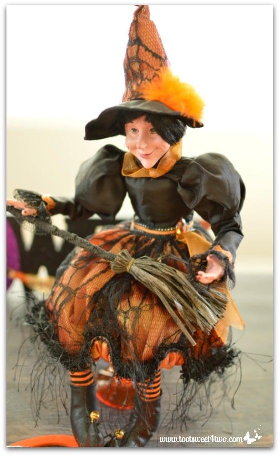 Halloween Witch - Easy Jack-O-Lantern Cheesecake Pie