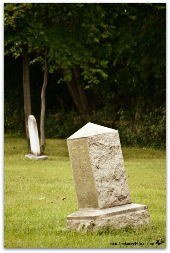 Lopsided headstones in Nosferatu Dawn - Zombie Apocalypse