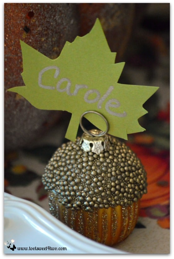Green maple leaf placecard