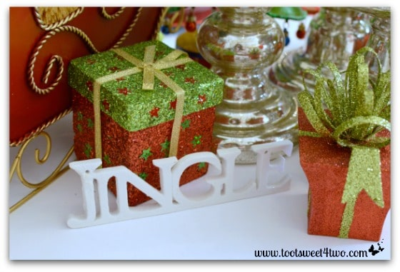 Jingle sign on Christmas table