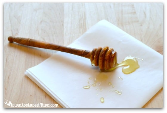 Honey wand for Crispy Honey Walnut Chicken Pic 3