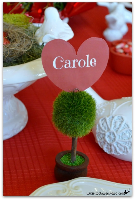 Carole heart-shaped placecard holder
