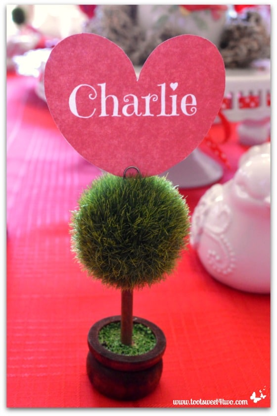Charlie heart-shaped placecardholder