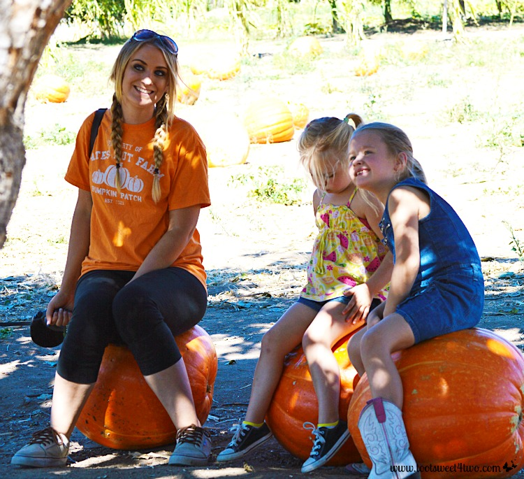 Sitting on a pumpkin - Pic 3