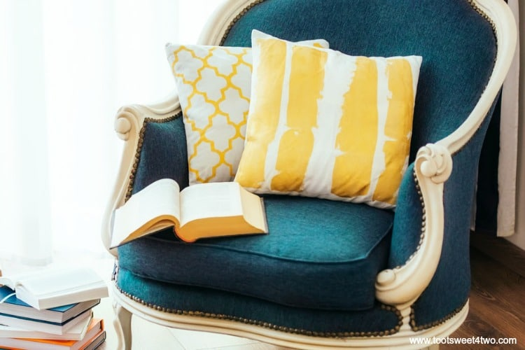 Futsu Furniture Trends Update : How to update your outdated living room guest post