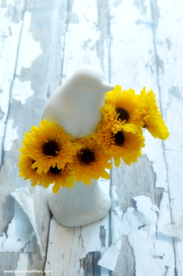 Bird Vase from Uncommon Goods with Viking Chrysanthemums - Pic 2