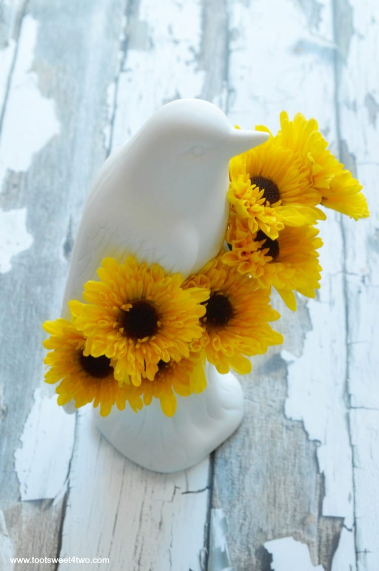 Bird Vase from Uncommon Goods with Viking Chrysanthemums - Pic 3