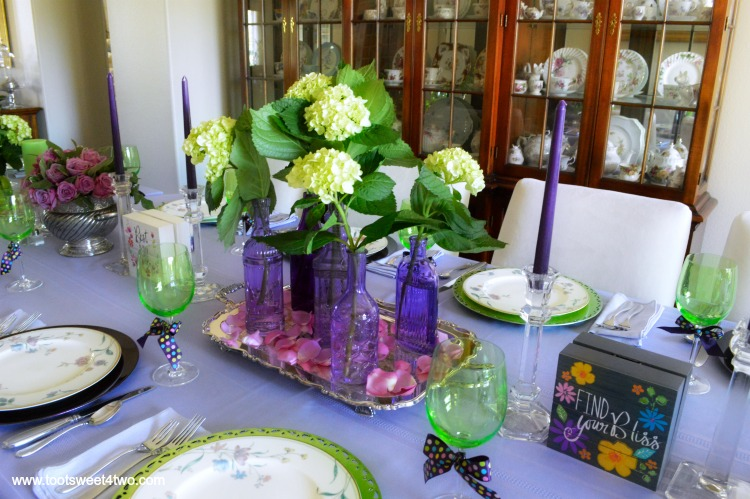 Take A Walk On The Unconventional Side And Decorate Your Dining Table In  Unexpected Colors!